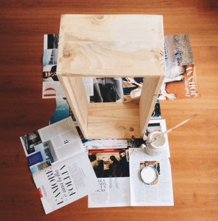 la biblioteca en madera sin pintar