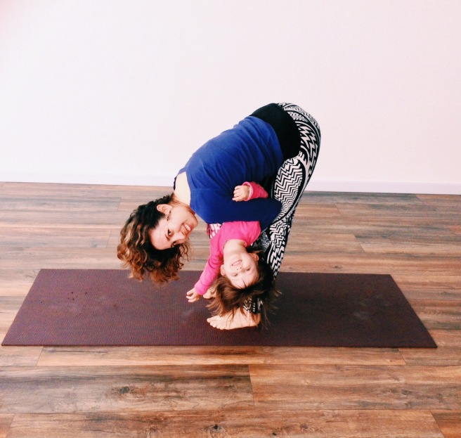 Un momento yogi mamá e hija